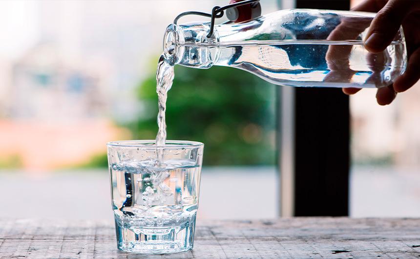 L'acqua, il genio della bottiglia Bottiglie in vetro per acqua da Arpaia
